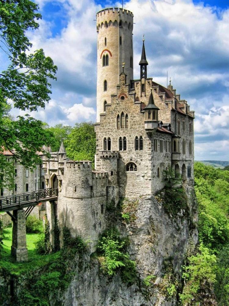 томагавков нет самый красивый замок в мире фото позволяет сделать встраивание